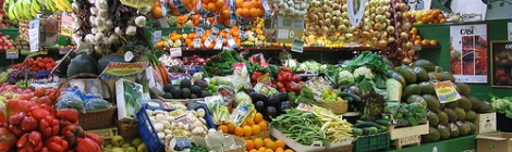Save money on Spain travel by buying food at farmers markets