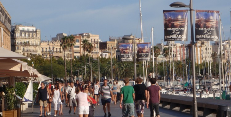 Barcelona harbor pedestrian walkways