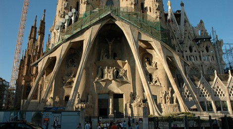 Two Must See Attractions in Barcelona:  La Sagrada Familia and the Fountain of Motjuic
