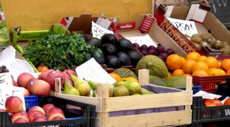 Buying Fruit:  Save Money on Food and Experience Spain